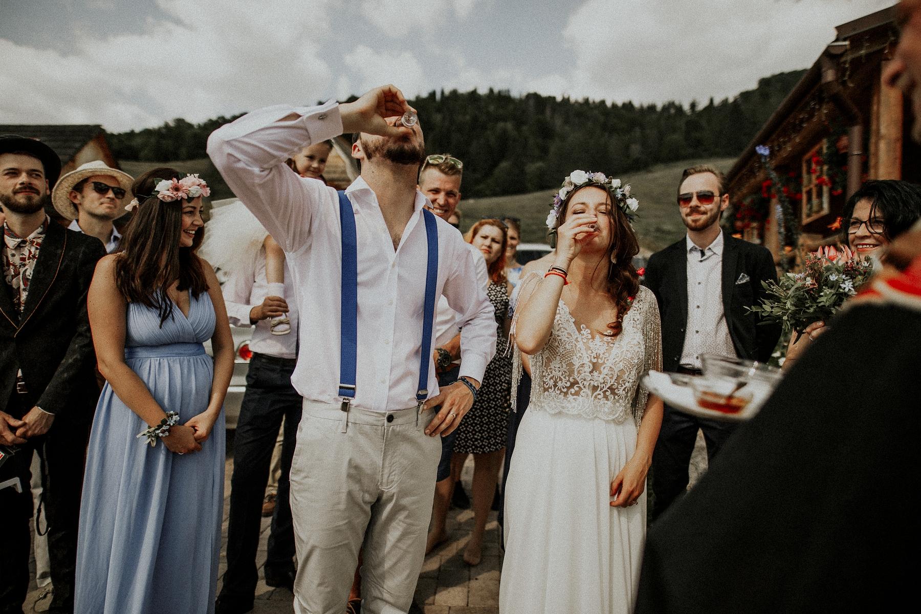 fotograf Kezmarok, Poprad, Tatry, fotenie v tatrach, fotograf Presov, lubos krahulec, slovensky raj, kameraman, fotograf vychod, stara lubovna, kosice, levoca, fotograf na svadbu, svadobne saty, kytica