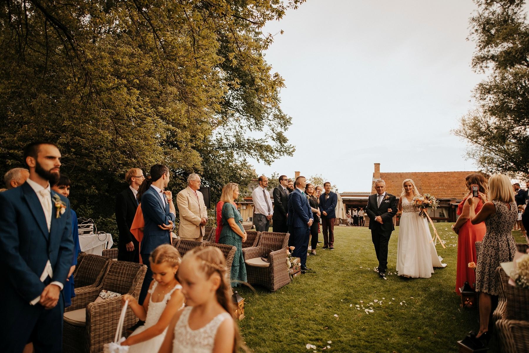 Lubos Krahulec, svadobny fotograf, fotograf vychod, slovensko, slovakia, czech, europan, presov, wedding, natural wedding portrait, best wedding photo, asociacia slovenskych svadobnych fotografov, cech fotografov, fotograf krahulec,
